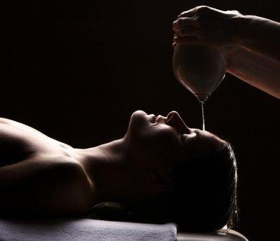 Shirodhara massage ontspanning